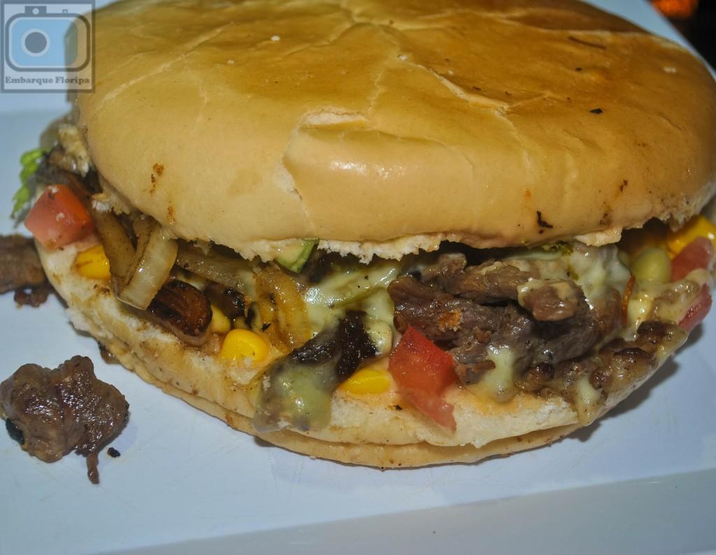 Lanches em Floripa lancheria Food House Comidas de Rua Praia dos Ingleses delivery xis carne